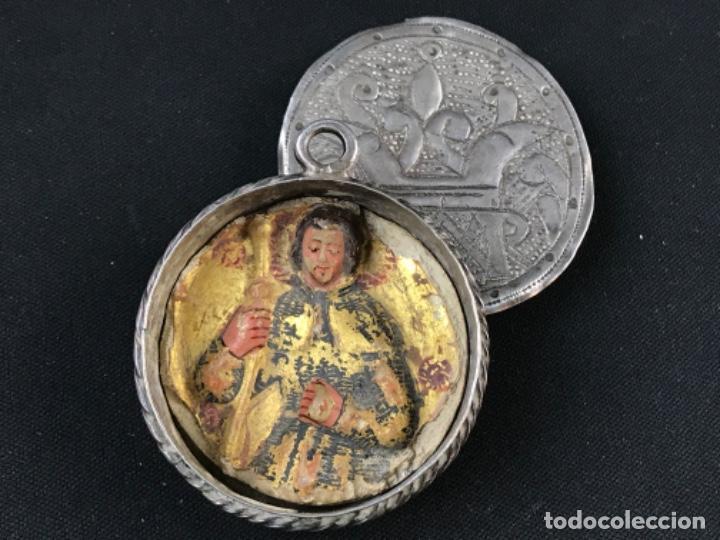 Antigüedades: MUY ANTIGUO RELICARIO DEVOCIONARIO EN PLATA REPUJADA Y RELIEVE DE BULTO VIRREINATO MEXICO SG XVII - Foto 9 - 197965780