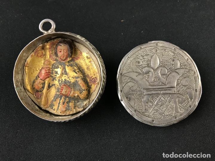 Antigüedades: MUY ANTIGUO RELICARIO DEVOCIONARIO EN PLATA REPUJADA Y RELIEVE DE BULTO VIRREINATO MEXICO SG XVII - Foto 15 - 197965780