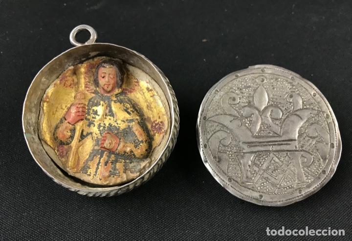 Antigüedades: MUY ANTIGUO RELICARIO DEVOCIONARIO EN PLATA REPUJADA Y RELIEVE DE BULTO VIRREINATO MEXICO SG XVII - Foto 16 - 197965780
