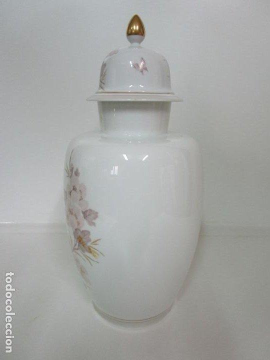 Antigüedades: Bonito Jarrón, Tibor - Porcelana Pintada a Mano - Marca NK Kaiser - Diseñador K. Nosak - Foto 7 - 197973428