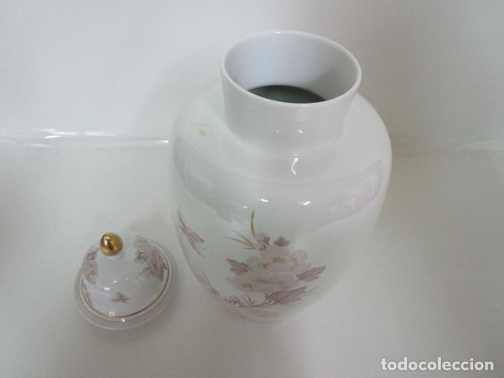 Antigüedades: Bonito Jarrón, Tibor - Porcelana Pintada a Mano - Marca NK Kaiser - Diseñador K. Nosak - Foto 9 - 197973428