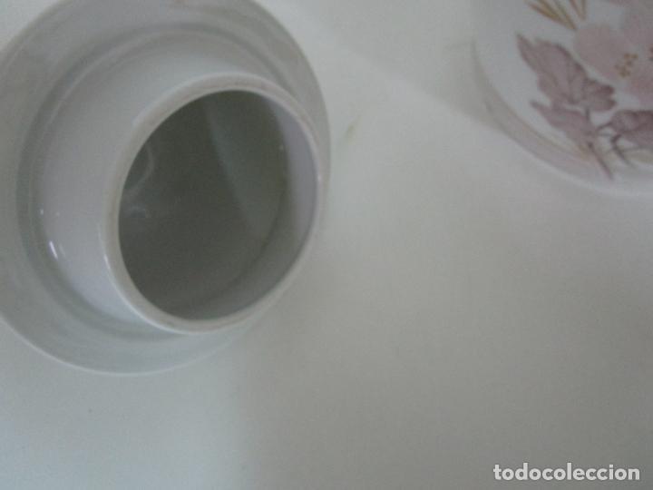 Antigüedades: Bonito Jarrón, Tibor - Porcelana Pintada a Mano - Marca NK Kaiser - Diseñador K. Nosak - Foto 10 - 197973428