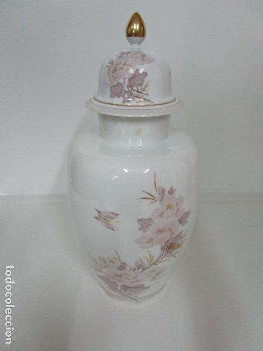 Antigüedades: Bonito Jarrón, Tibor - Porcelana Pintada a Mano - Marca NK Kaiser - Diseñador K. Nosak - Foto 11 - 197973428