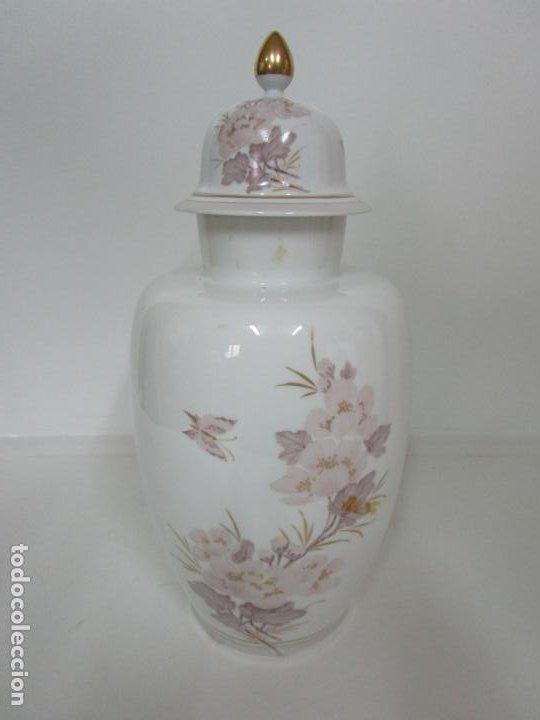 Antigüedades: Bonito Jarrón, Tibor - Porcelana Pintada a Mano - Marca NK Kaiser - Diseñador K. Nosak - Foto 14 - 197973428