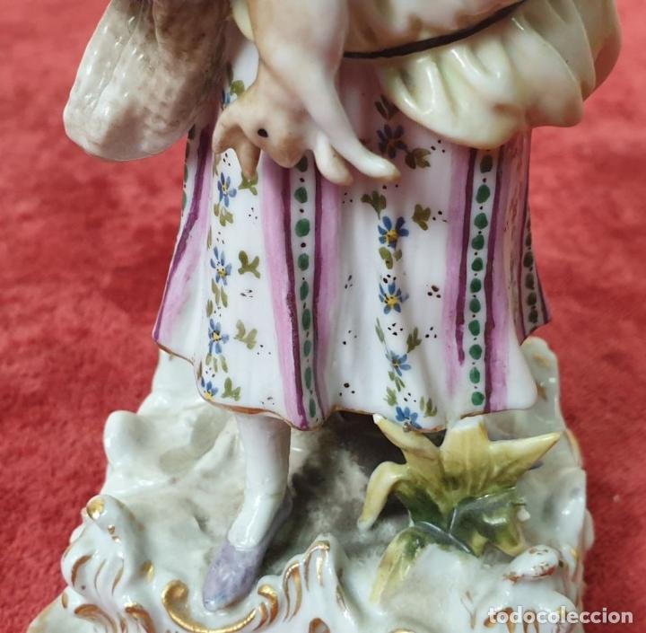 Antigüedades: PAREJA DE SIRVIENTES. PORCELANA PINTADA A MANO. DRESDEN. ALEMANIA. SIGLO XX. - Foto 6 - 197975965