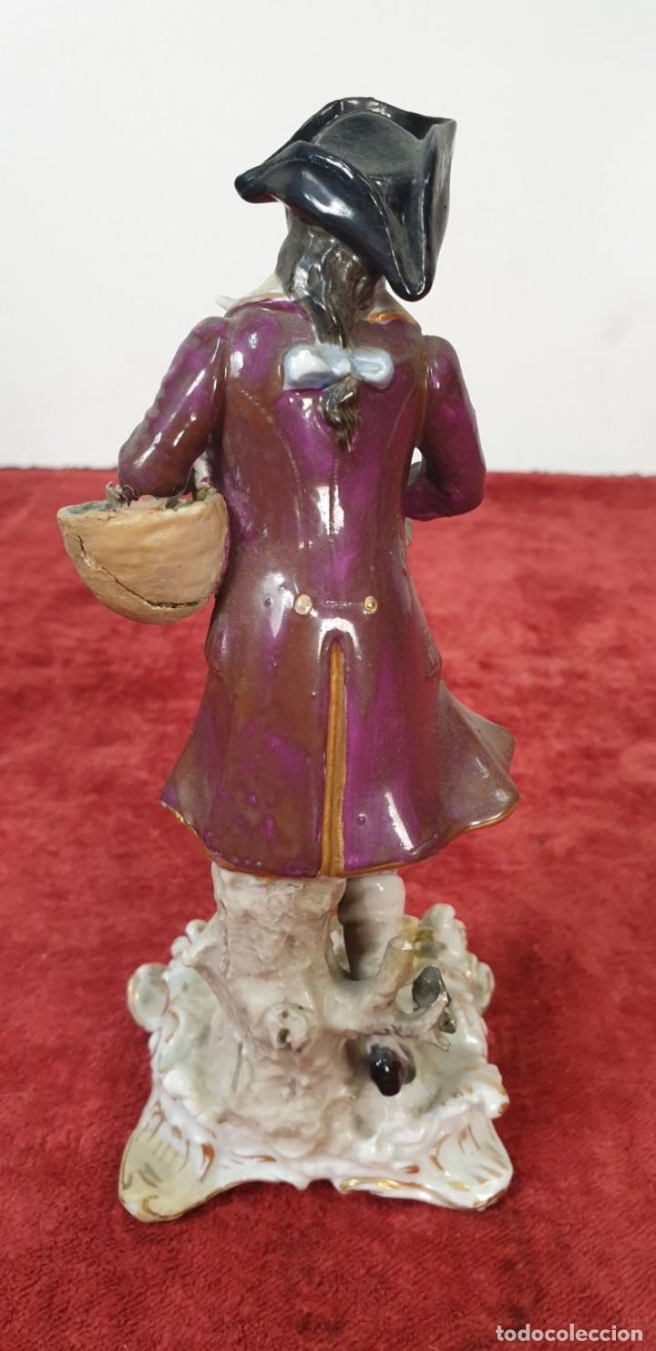 Antigüedades: PAREJA DE SIRVIENTES. PORCELANA PINTADA A MANO. DRESDEN. ALEMANIA. SIGLO XX. - Foto 15 - 197975965