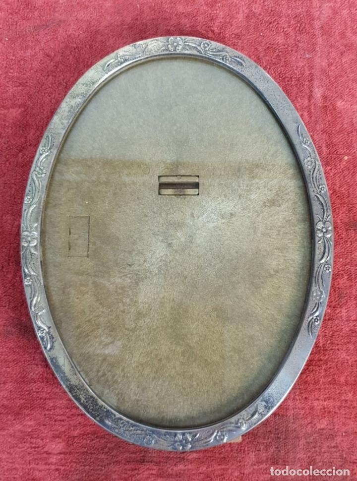 Antigüedades: JUEGO DE 4 MARCOS PARA FOTOGRAFIA. FORMA OVAL. REMATES DE PLATA. SIGLO XX. - Foto 4 - 197987486