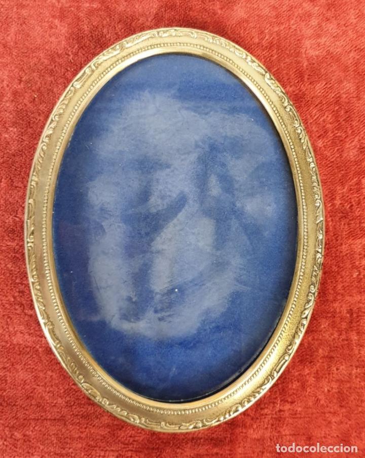 Antigüedades: JUEGO DE 4 MARCOS PARA FOTOGRAFIA. FORMA OVAL. REMATES DE PLATA. SIGLO XX. - Foto 6 - 197987486
