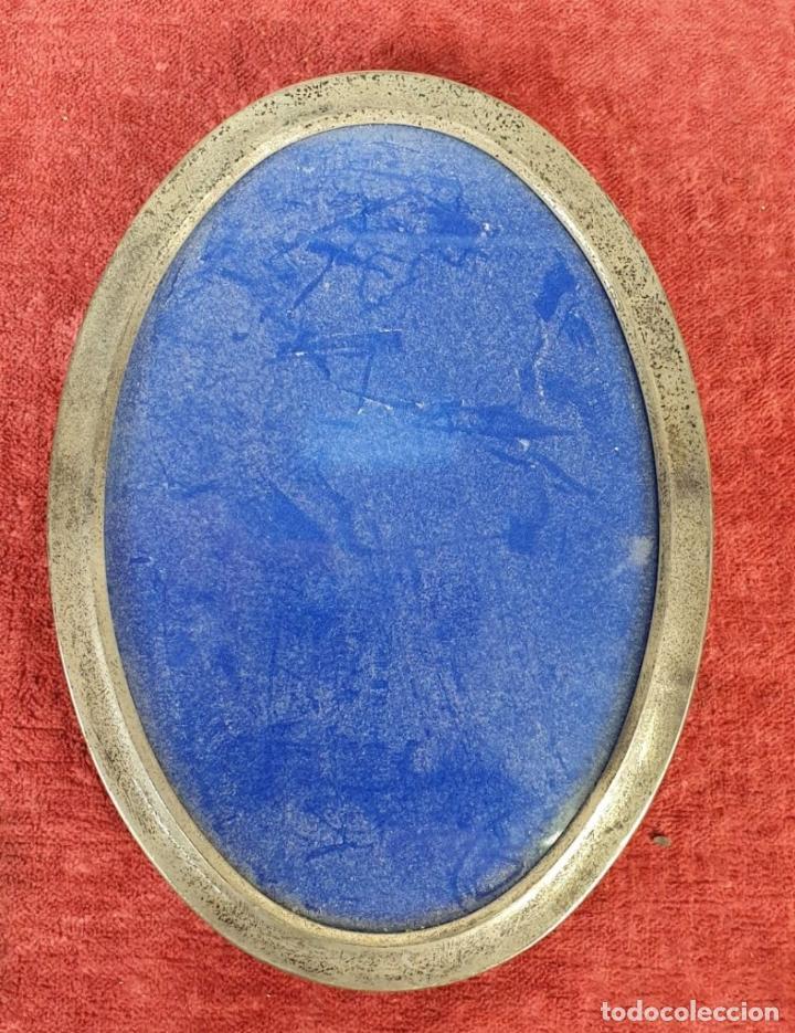 Antigüedades: JUEGO DE 4 MARCOS PARA FOTOGRAFIA. FORMA OVAL. REMATES DE PLATA. SIGLO XX. - Foto 7 - 197987486