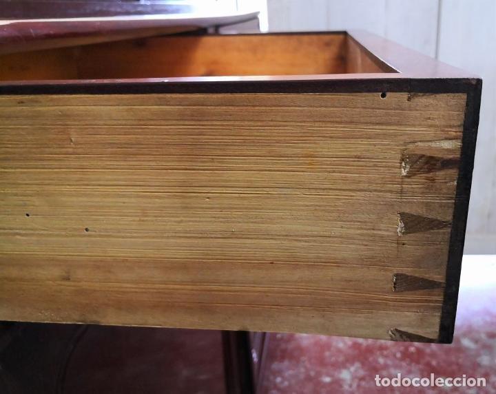 Antigüedades: LIBRERÍA EN MADERA DE CAOBA. ESTILO ISABELINO. ESPAÑA. SIGLO XIX. - Foto 10 - 198025338