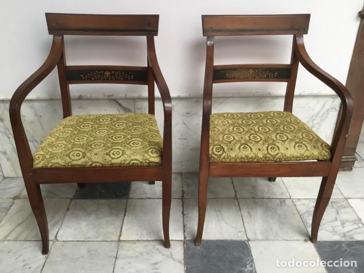 PAREJA DE SILLAS CON BRAZOS CON ADORNOS DE MARQUETERÍA (Antigüedades - Muebles Antiguos - Sillas Antiguas)