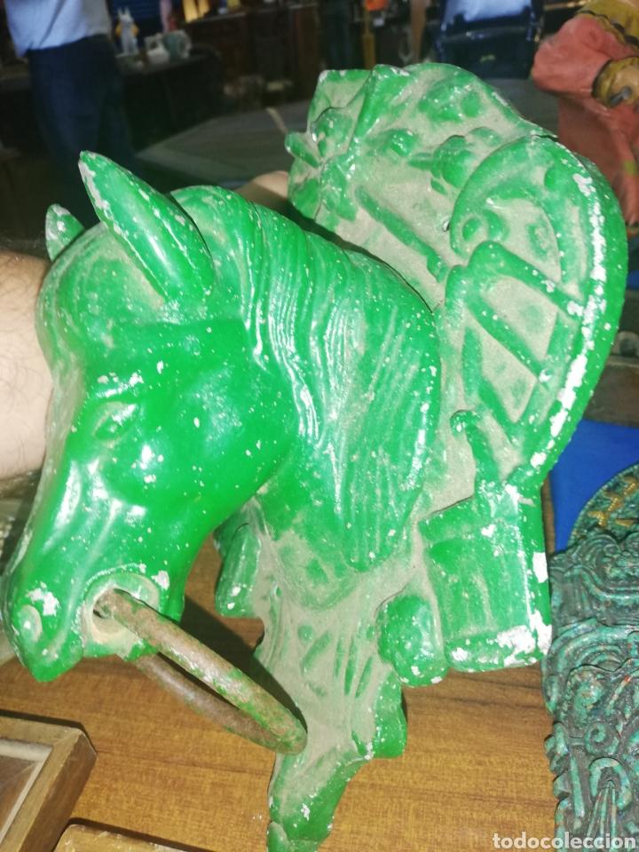 Antigüedades: Antigua escultura de cabeza de caballo... Adorno de puertas... Caballeríza.... De hierro - Foto 2 - 198046820