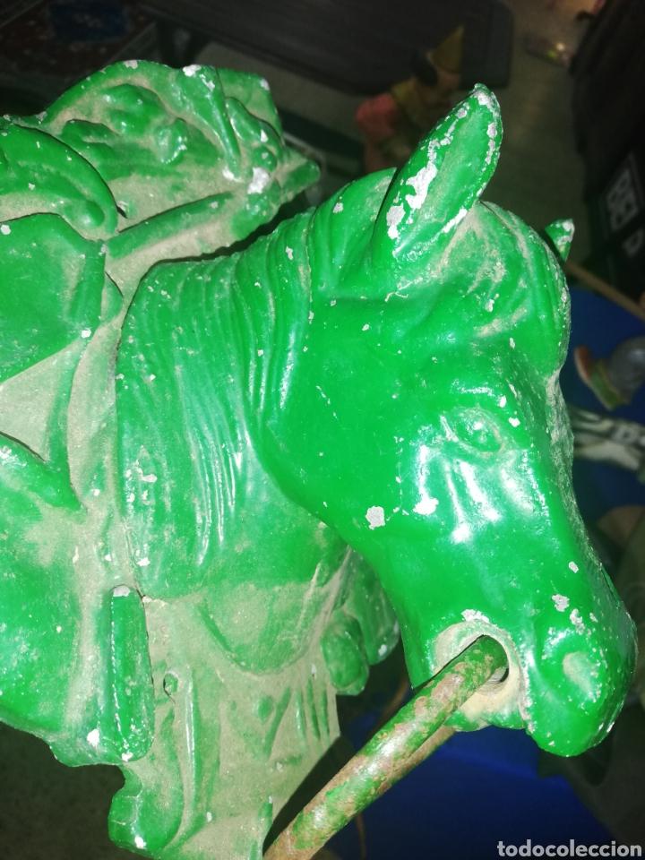 Antigüedades: Antigua escultura de cabeza de caballo... Adorno de puertas... Caballeríza.... De hierro - Foto 3 - 198046820