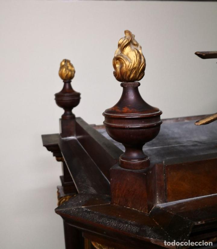 Antigüedades: CAPILLA PARA IMAGEN O VITRINA. MADERA DE CAOBA. ESTILO IMPERIO. ESPAÑA. PRINCIPIOS SIGLO XIX. - Foto 3 - 198116480