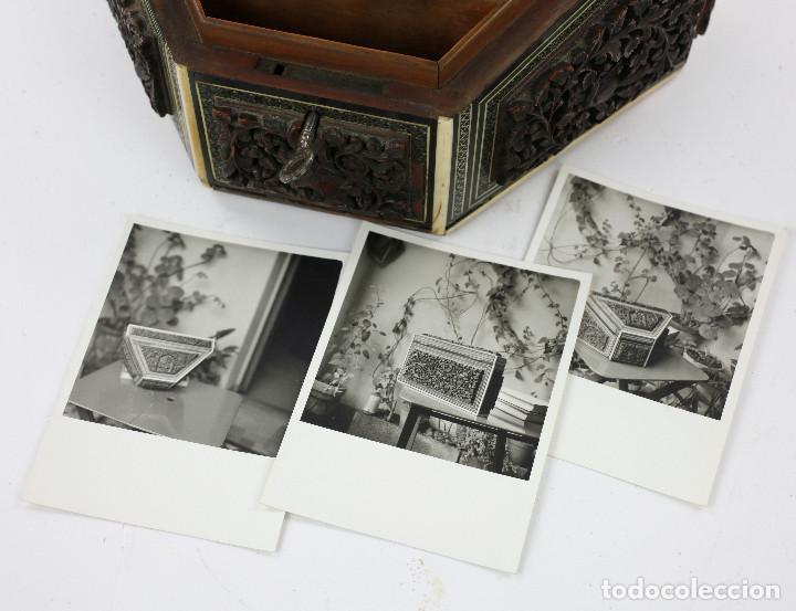 Antigüedades: CAJA TAREJETERO ORIENTAL, TALLADA EN MADERA, 15x24,5x15cm. Ver fotos anexas - Foto 9 - 198135007
