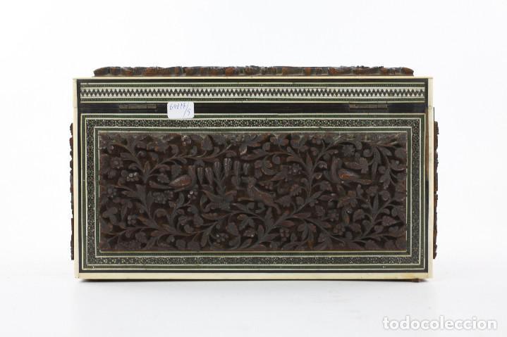 Antigüedades: CAJA TAREJETERO ORIENTAL, TALLADA EN MADERA, 15x24,5x15cm. Ver fotos anexas - Foto 12 - 198135007