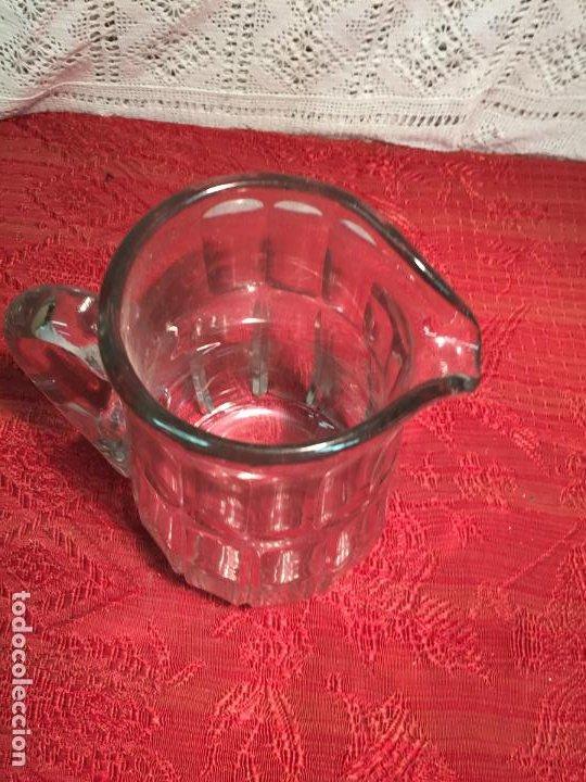 Antigüedades: Antigua jarra de cristal soplado a mano con dibujo años 40-50 - Foto 2 - 198139025