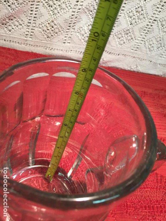 Antigüedades: Antigua jarra de cristal soplado a mano con dibujo años 40-50 - Foto 8 - 198139025