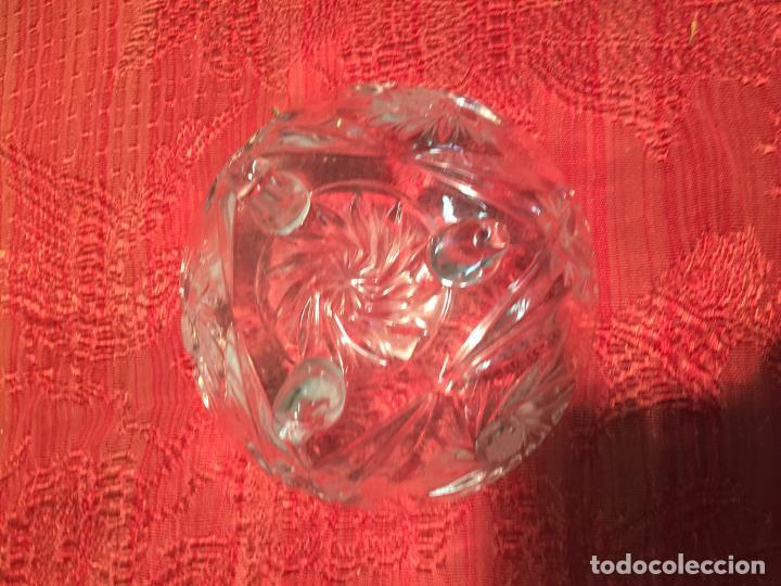 Antigüedades: Antigua bombonera / caramelera de cristal tallado a mano con tapa y patas años 40-50 - Foto 7 - 198139777