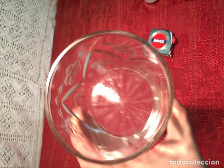 Antigüedades: Antiguo cuenco / recipiente de cristal tallado a mano de los años 40-50 - Foto 3 - 198140025