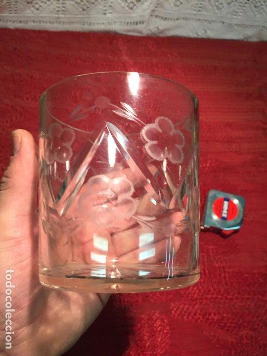 Antigüedades: Antiguo cuenco / recipiente de cristal tallado a mano de los años 40-50 - Foto 4 - 198140025