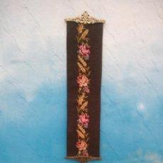 Antigüedades: TAPIZ BORDADO À MANO.CON BORDES DE BRONCE PARA COLOCAR CAMPANA ,LLAMADOR.. Lote 198144512