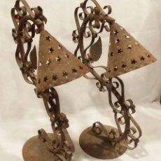 Antigüedades: PAREJA DE ESTRUCTURAS METÁLICAS VINTAGE PARA LÁMPARAS - ENVÍO GRATIS PENÍNSULA. Lote 198144640