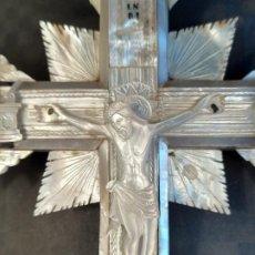 Antigüedades: CRISTO DE JERUSALEM EN LA CRUZ . NACAR Y MADERA DE OLIVO. LACRADO. S. XIX.. Lote 198204972