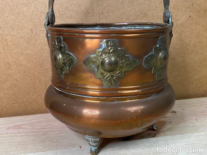 Antigüedades: Olla de cobre o laton decorada con incrustaciones metalica estilo oriental - 16 cm de diametro - Foto 3 - 198205425