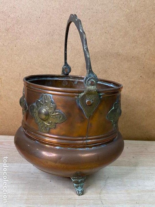 Antigüedades: Olla de cobre o laton decorada con incrustaciones metalica estilo oriental - 16 cm de diametro - Foto 5 - 198205425