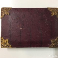 Antigüedades: ENVÍO 8€. ANTIQUÍSIMA CAJA DE CARTÓN Y PAPEL REMATADAMENTE POR ESQUINAS DE BRONCE, MIDE 13X9X2.5CM. Lote 198314707