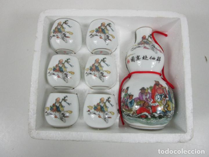 Antigüedades: Juego de Sake - Porcelana Japón - Sello en la Base - con Caja - Años 50 - Nuevo a Estrenar - Foto 2 - 198325930