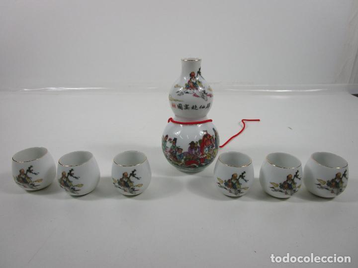 Antigüedades: Juego de Sake - Porcelana Japón - Sello en la Base - con Caja - Años 50 - Nuevo a Estrenar - Foto 3 - 198325930