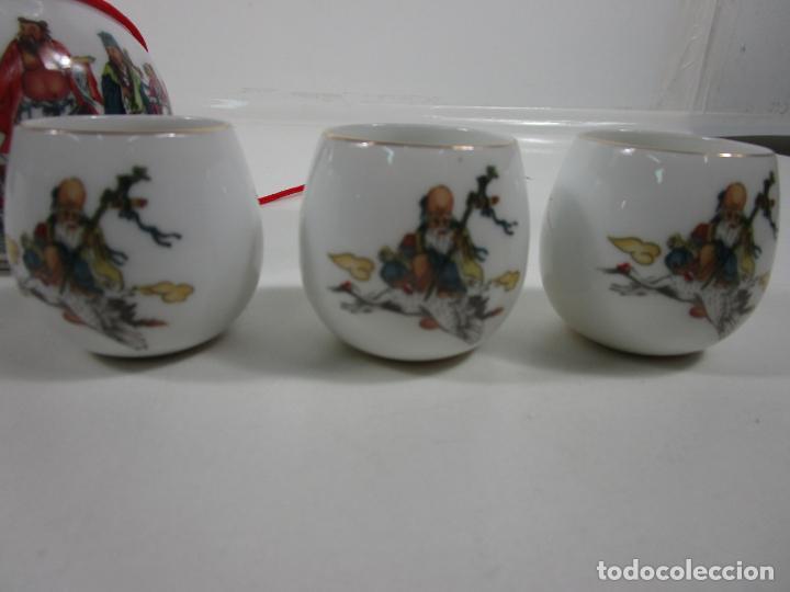Antigüedades: Juego de Sake - Porcelana Japón - Sello en la Base - con Caja - Años 50 - Nuevo a Estrenar - Foto 9 - 198325930