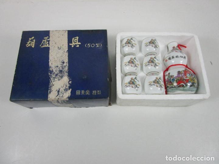 Antigüedades: Juego de Sake - Porcelana Japón - Sello en la Base - con Caja - Años 50 - Nuevo a Estrenar - Foto 18 - 198325930