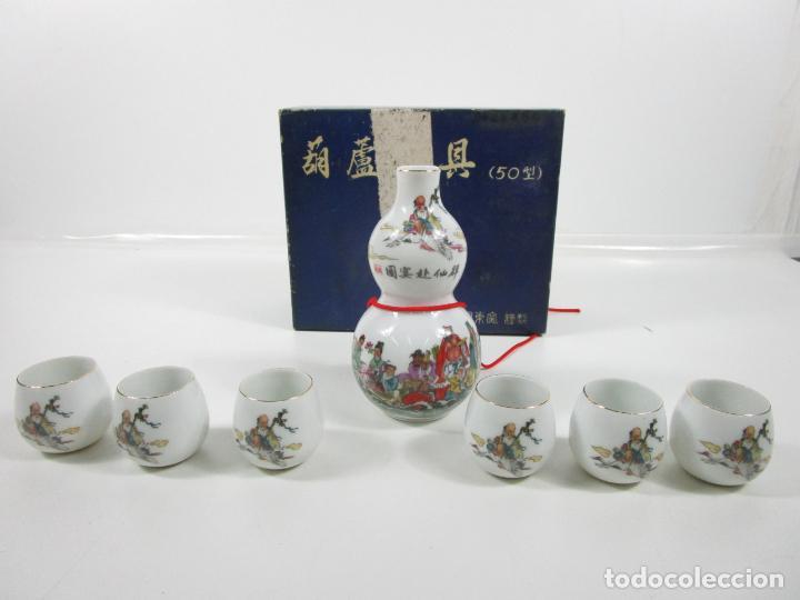 JUEGO DE SAKE - PORCELANA JAPÓN - SELLO EN LA BASE - CON CAJA - AÑOS 50 - NUEVO A ESTRENAR (Antigüedades - Porcelana y Cerámica - Japón)