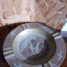Antigüedades: CENICERO DE LATON DECORADO CON INCRUSTACIONES. Lote 198330182