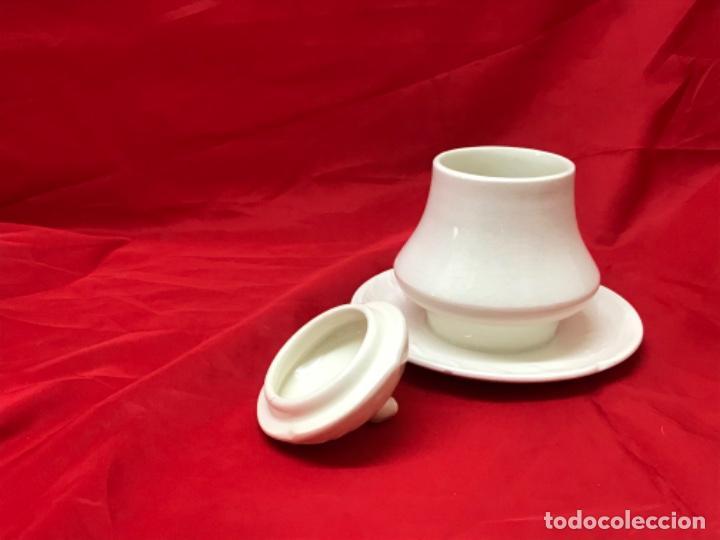 Antigüedades: antigua sopera individual azucar o similar porcelana la cartuja de sevilla pickman beige - Foto 11 - 198332541