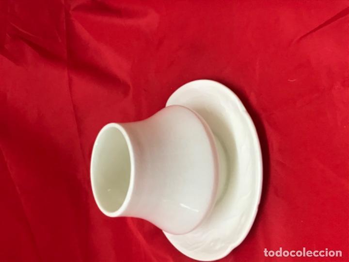 Antigüedades: antigua sopera individual azucar o similar porcelana la cartuja de sevilla pickman beige - Foto 12 - 198332541