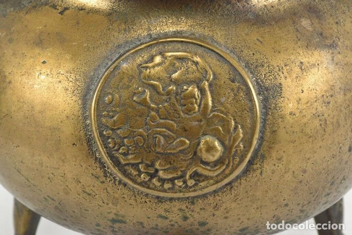 Antigüedades: Antiguo e impresionante pote celta escudo patas labradas bronce siglo XVII 5,5 kilos pieza museo - Foto 11 - 198344631