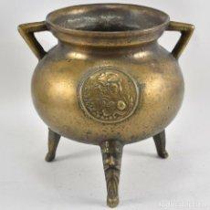 Antigüedades: ANTIGUO E IMPRESIONANTE POTE CELTA ESCUDO PATAS LABRADAS BRONCE SIGLO XVII 5,5 KILOS PIEZA MUSEO. Lote 198344631