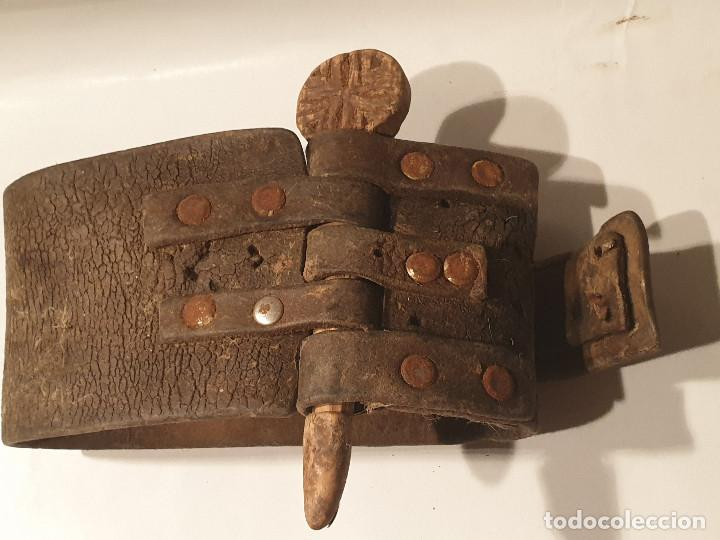 Antigüedades: ARTE PASTORIL COLLAR CON PASADOR DE BOJ TALLADO, PARA CENCERRO - Foto 5 - 277005198