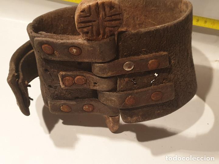 Antigüedades: ARTE PASTORIL COLLAR CON PASADOR DE BOJ TALLADO, PARA CENCERRO - Foto 7 - 277005198