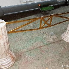 Antigüedades: MESA COLUMNAS MARMOL. Lote 198380453