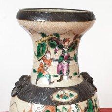 Antigüedades: JARRÓN CHINO. PORCELANA ESMALTADA. MARCAS DE AUTOR EN LA BASE. SIGLO XIX. Lote 198396916