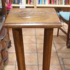 Antigüedades: COLUMNA BANCO DE MADERA ROBLE Y CHAPEADO. Lote 198398113