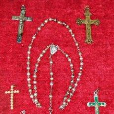 Antigüedades: ROSARIO DE PLATA Y CRUCES EN METAL CINCELADO. ESPAÑA. SIGLOS XIX-XX. Lote 198417338