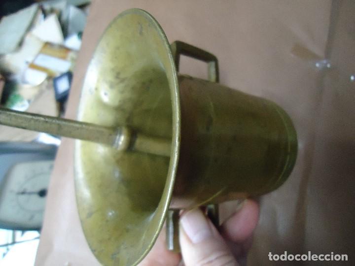Antigüedades: Antiguo almirez mortero de bronce. Siglo XVIII mide 12 cm de alto x 12,5 de ancho completo en buen e - Foto 3 - 198417806