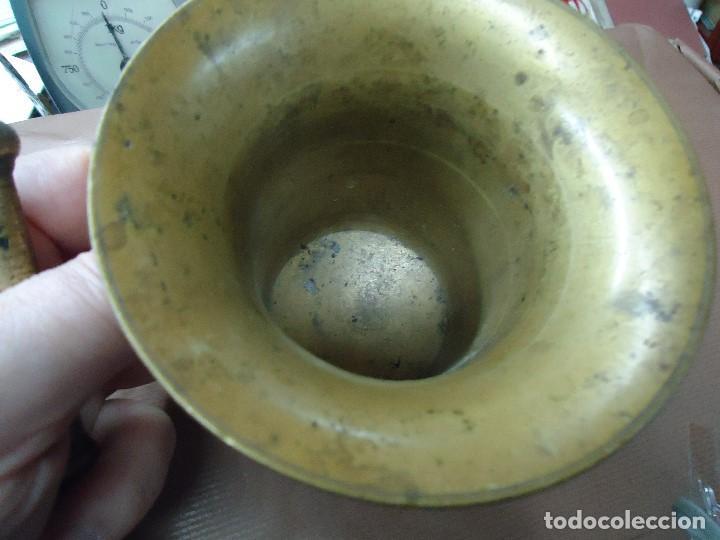 Antigüedades: Antiguo almirez mortero de bronce. Siglo XVIII mide 12 cm de alto x 12,5 de ancho completo en buen e - Foto 4 - 198417806