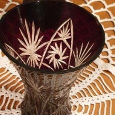 Antigüedades: JARRON, BUCARO CRISTAL DE BOHEMIA TALLADO. Lote 198430993